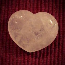 [image: rose quartz heart]